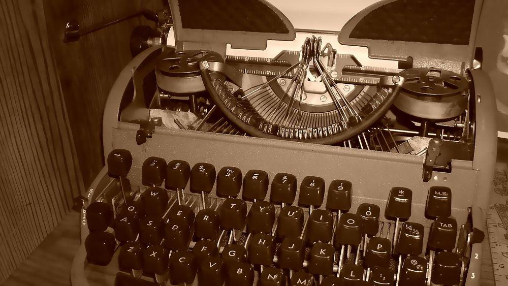 une machine à écrire emmêlée