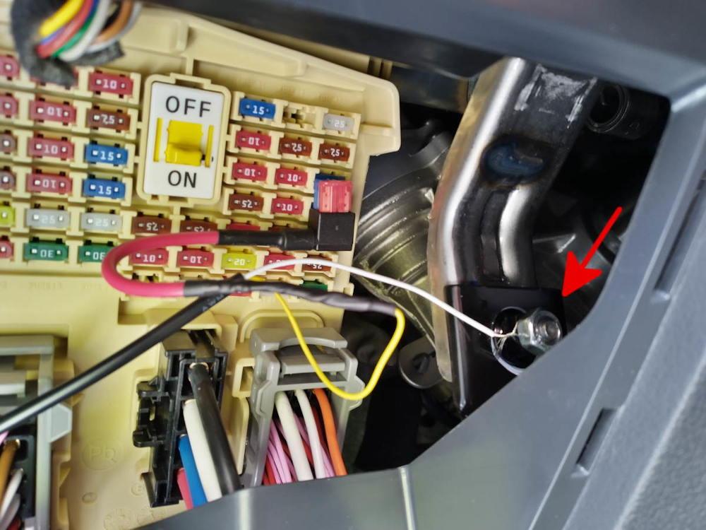 Intérieur de la boîte à fusibles.